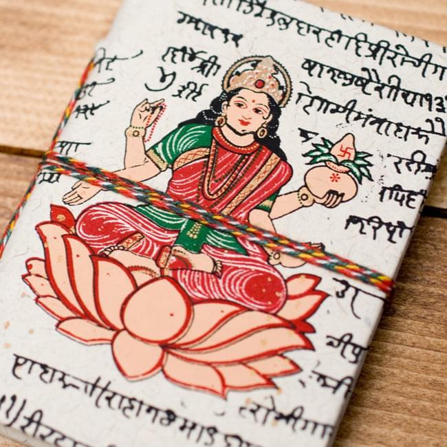 〈10cm×7.5cm〉インドの神様柄紙メモ帳 - ラクシュミ 3 - 拡大写真です