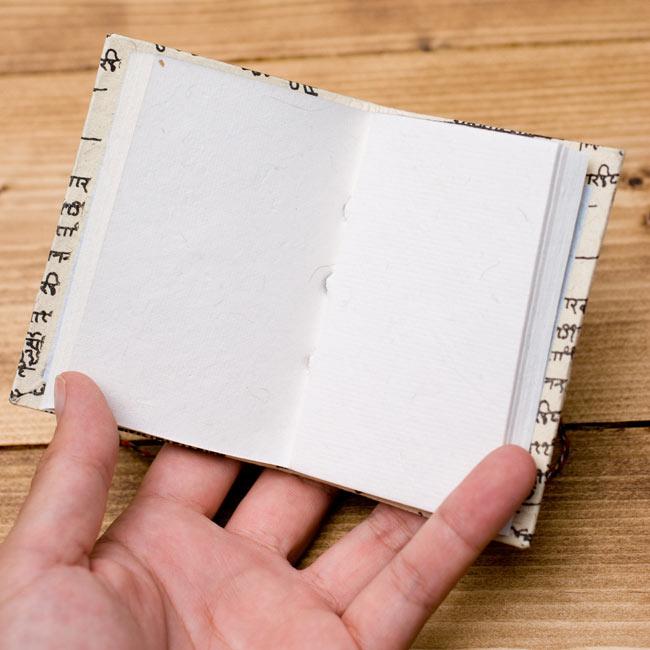 〈10cm×7.5cm〉インドの神様柄紙メモ帳 - ラクシュミ 5 - 中はこのようになっております。
