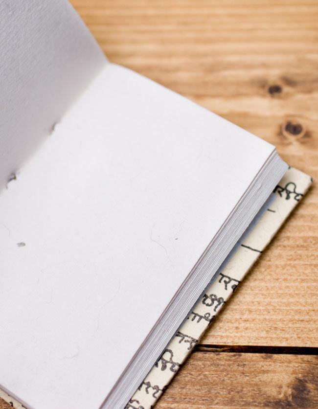 〈10cm×7.5cm〉インドの神様柄紙メモ帳 - 象 6 - 紙には環境に優しい再生紙を使用しています。温もりを感じる素朴な紙がとても魅力的で味わい深い一品です。