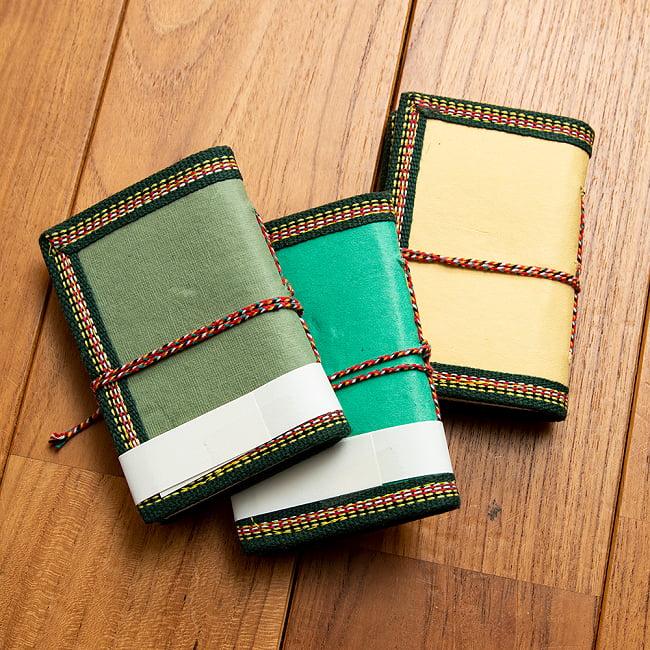 〈12.5cm×8.5cm〉【各色アソート】インドの神様柄紙メモ帳 - ラクシュミ 3 - 台紙は赤や青、緑、黄色などランダムとなります。