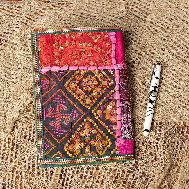 インド パッチワークノート〔26cm×17cm〕 4 - ピンク系です 職人さんの手によりオンリーワンのノートが出来上がります