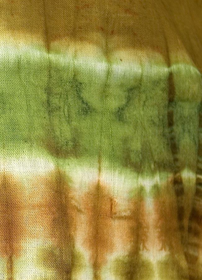タイダイノースリーブチュニック 3 - 一枚一枚手で搾り模様を作ってから染めていますので、一枚ずつ模様が違います。