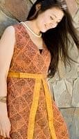 エスニック衣料のセール品:[日替わりセール品]センタースリットワンピース - 茶・オレンジ・黄系