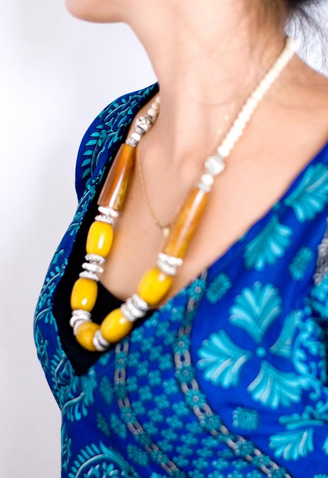ヒラヒラ揺れる裾が可愛い!ベルスリーブワンピース 6 - 胸元はVネックですっきりしています。