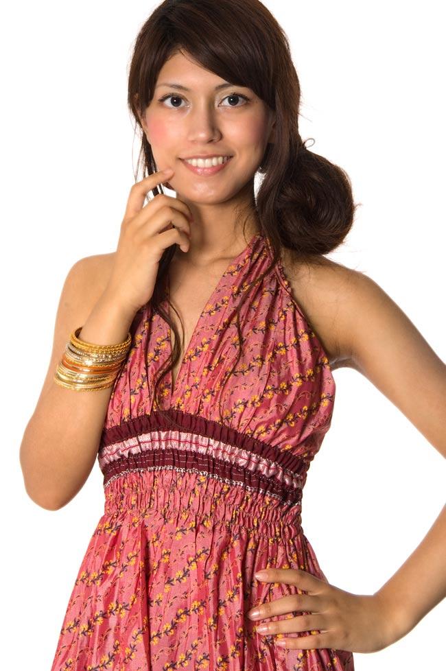 オールドサリーマキシワンピース - ピンク・赤紫系 3 - 胸元のアップはこんな感じです。