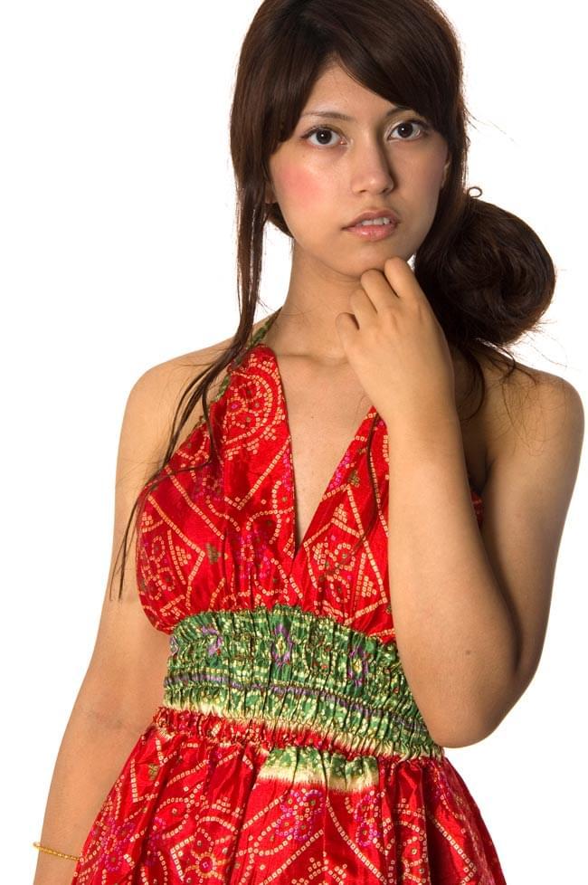 オールドサリーマキシワンピース - 赤・えんじ・赤茶系 3 - 胸元のアップはこんな感じです。