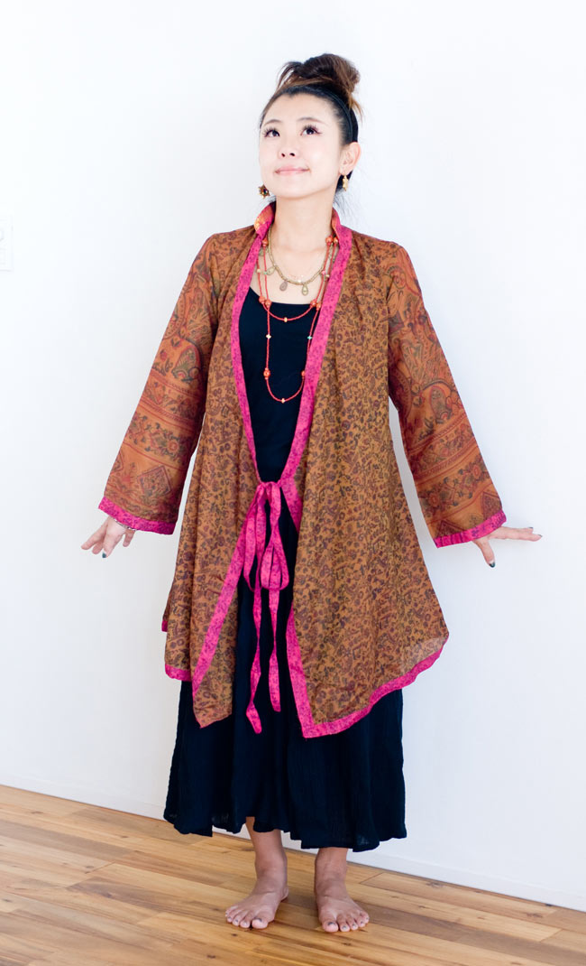 オールドサリーロングカシュクール - 紫・青系 5 - デザインをわかっていただくため、同じデザインの商品を正面から撮影してみました。こちらは身長150cmのスタッフ着用例です。