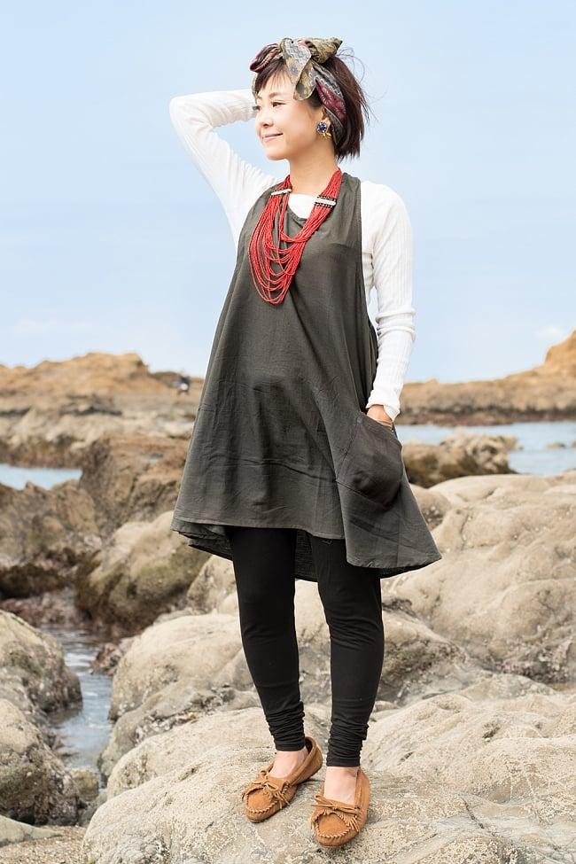 インド綿のシンプルコットンワンピース 9 - D:チャコールグレー の着用例です。