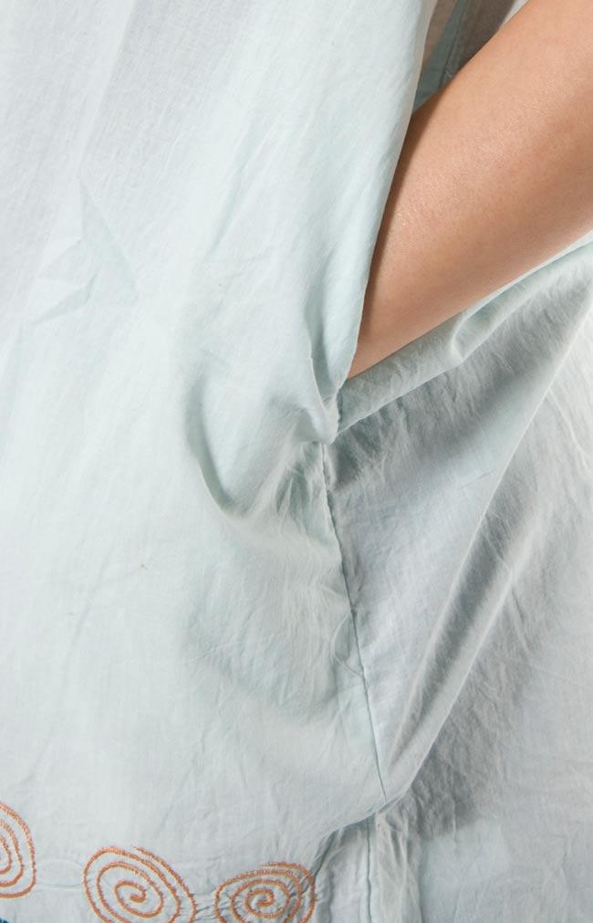 ぐるぐるうずまきノースリーブチュニック 【ブルーグレー】 3 - ポケットもあるので、便利ですね。