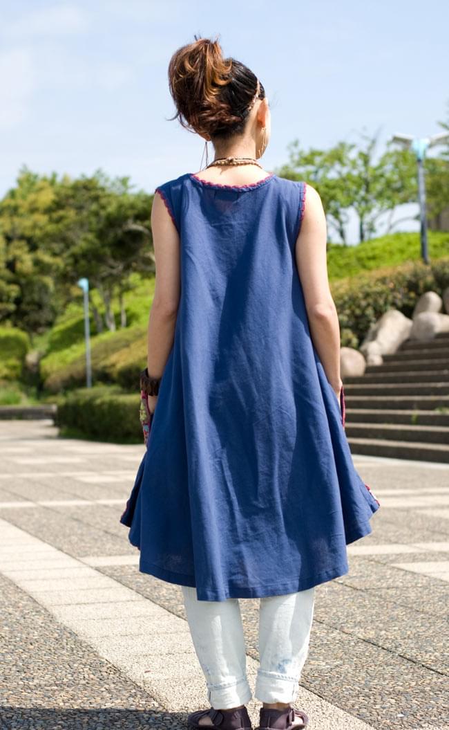 フラワー刺繍ポケットAラインワンピース - ブルー 3 - 後ろ姿はこんな感じです。