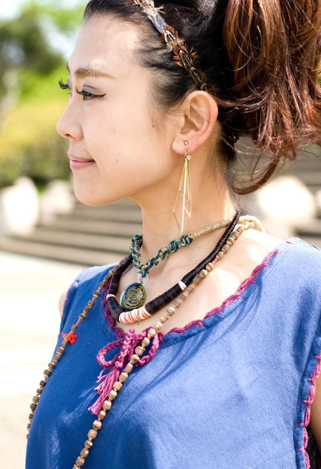 フラワー刺繍ポケットAラインワンピース - ブルー 4 - 胸元のレースも女性らしいフェミニンな印象です。