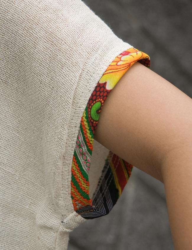 モン族のVネックワンピース 【アイボリー】 7 - 袖口にもモン族柄でステッチがあります。