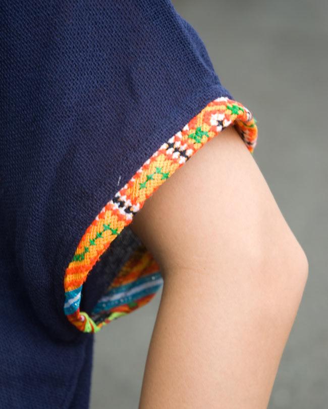 モン族のVネックワンピース 【ネイビー】 7 - 袖口にもモン族柄でステッチがあります。
