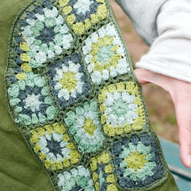 フラワー刺繍ポケットAラインワンピース - カーキ 3 - ポケットのクロシェが印象的 。