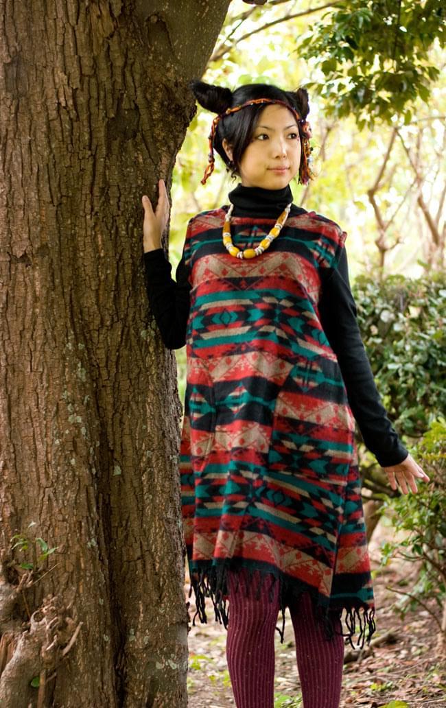 ダッカ織りのふわふわワンピースの写真4 - D:赤×ベージュ×エメラルド