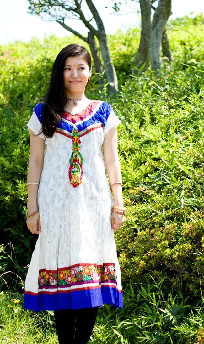 大きな刺繍のゴージャスクルティの写真10 -