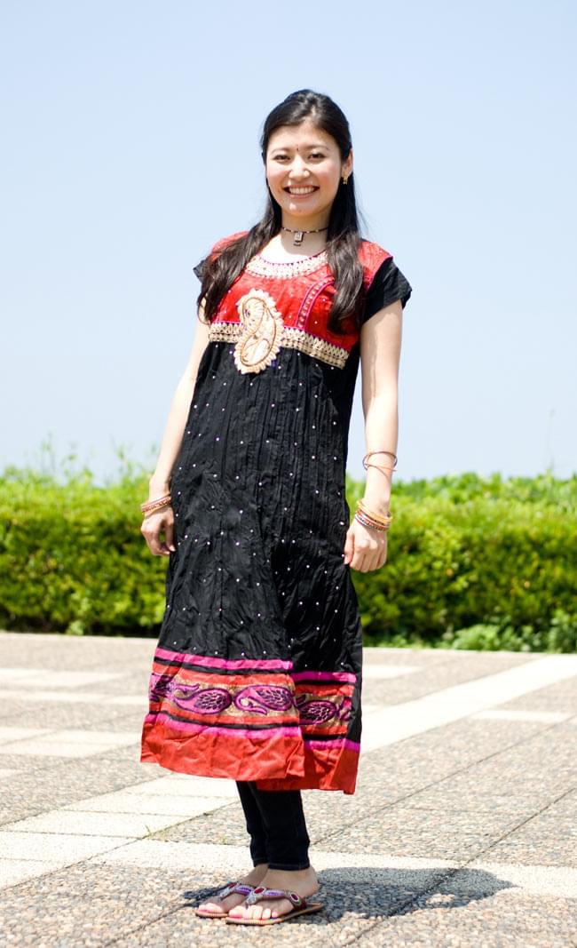 大きな刺繍のゴージャスクルティの写真4 - D:黒×赤