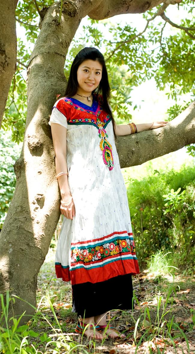 大きな刺繍のゴージャスクルティの写真8 - H:赤×赤