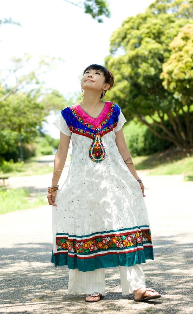 大きな刺繍のゴージャスクルティの写真9 -