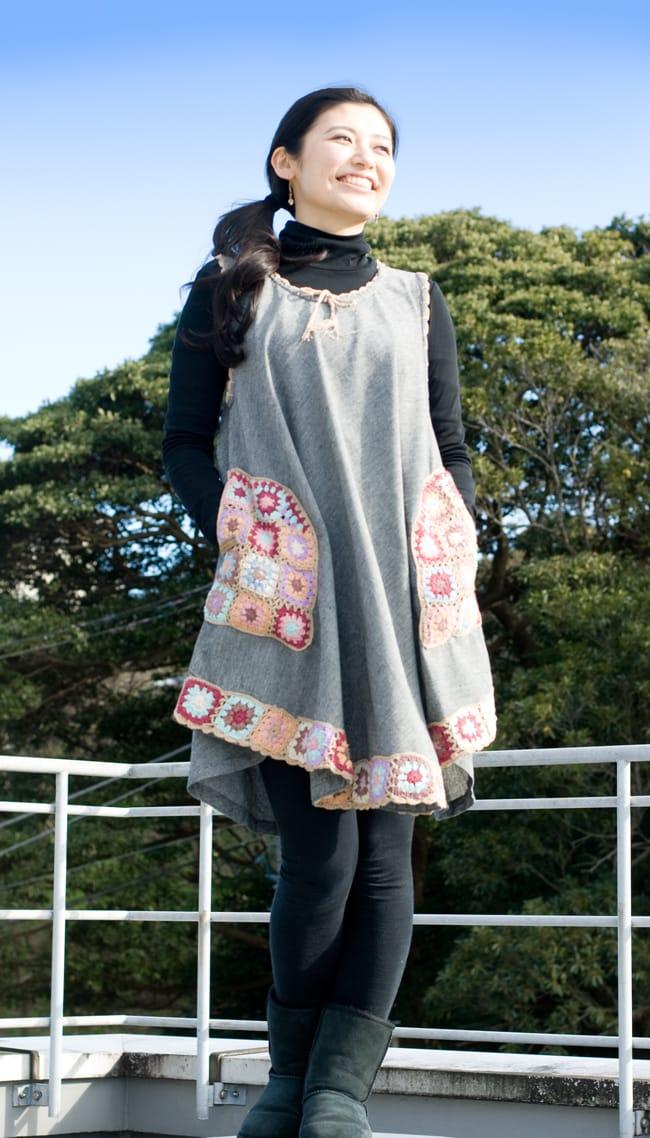 フラワー刺繍ポケットAラインワンピース - グレー 2 - 丈はひざ上くらいになるので、レギンスや細身のパンツと合わせたら相性抜群ですよ。