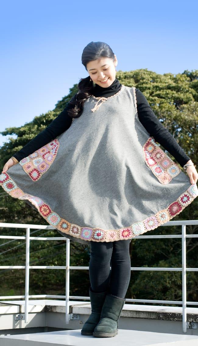 フラワー刺繍ポケットAラインワンピース - グレー 3 - Aラインのデザインは動きやすくてとっても楽ちん!女の子らしいデザインが可愛いですね。