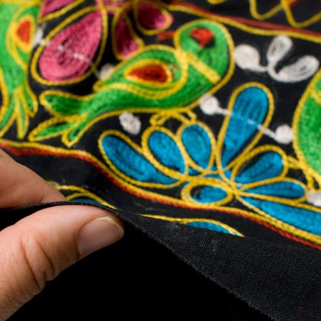 【1点物】カッチ地方のトライバル刺繍 2WAYスカート - ブラック 5 - 生地はこの程度の厚さとなります。そんなに厚手ではありません。