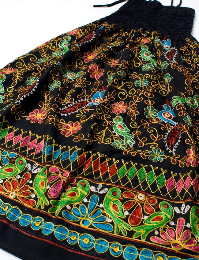 【1点物】カッチ地方のトライバル刺繍 2WAYスカート - ブラック 6 - 反対面です。基本的には全体的に同じデザインになります。