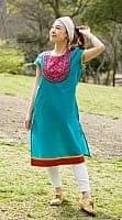 フラワー刺繍のインドのクルティ