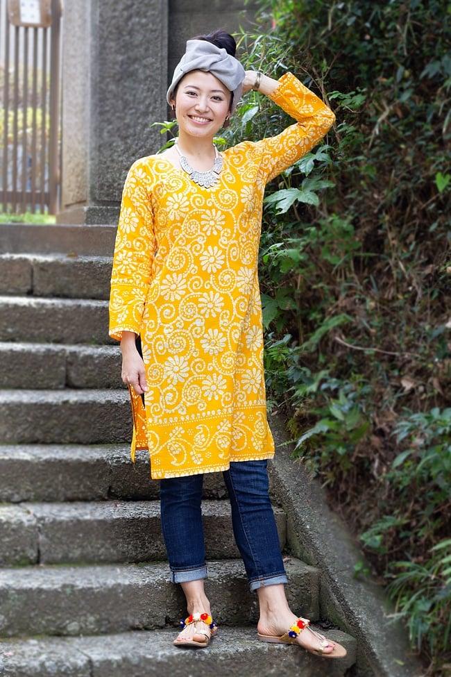 花とつる草のカラークルティ 2 - 身長165cmのモデルさんが着用してみました。こちらは選択B:黄色です