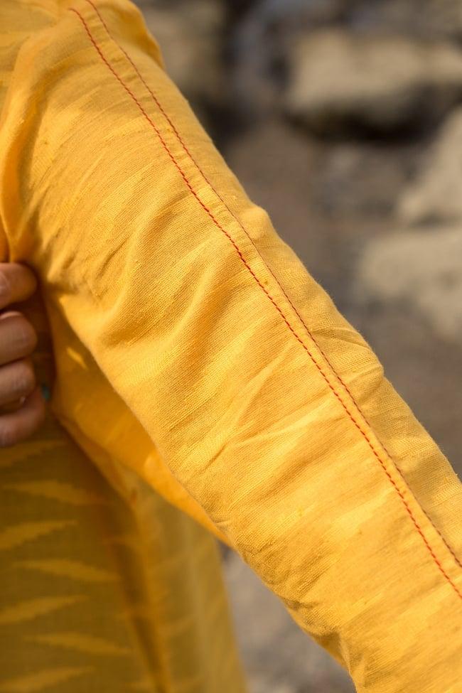 ジャイプルのオレンジクルティ 7 - 縫い糸には赤色が用いられています。