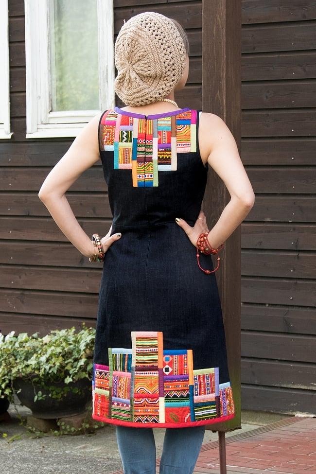 【1点もの・CHULA】モン族刺繍のワンピース デニム生地 3 - 背中側の様子です。