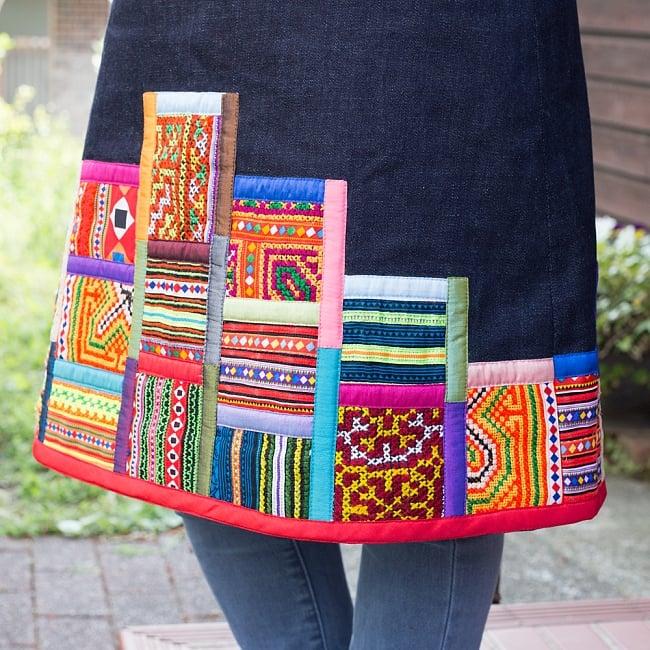 【1点もの・CHULA】モン族刺繍のワンピース デニム生地 6 - 裾側にも装飾が使われています。