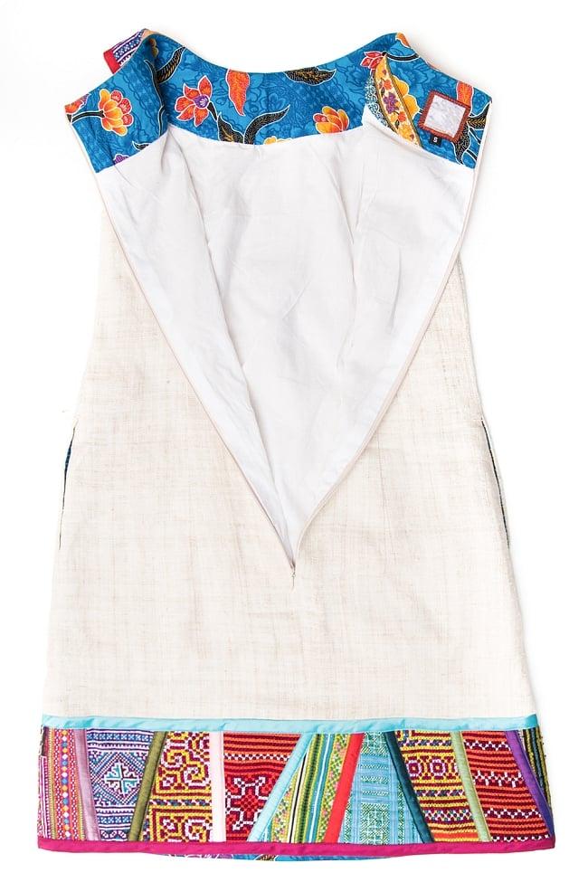 【1点もの・CHULA】モン族刺繍のワンピース ジュート生地の写真10 - 背中側はファスナー式になっています。深く開くので脱ぎ着しやすくなっています。