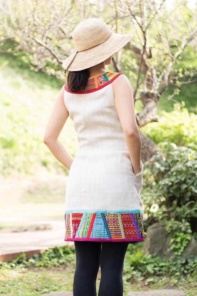 【1点もの・CHULA】モン族刺繍のワンピース ジュート生地の写真3 - 背中側から見てみました。