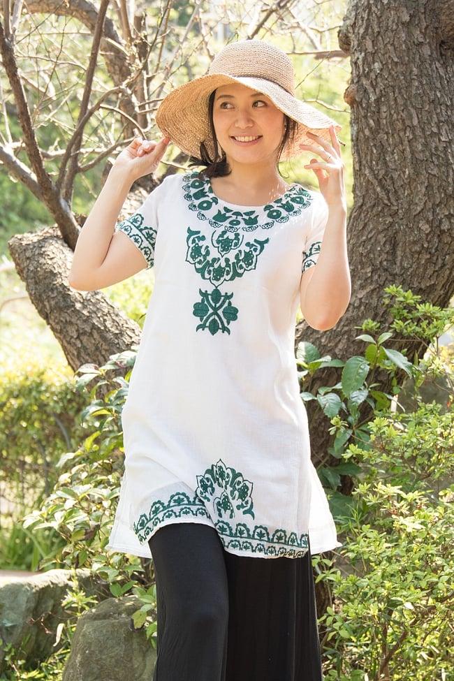 フラワー刺繍のサフェードクルティ 3 - B:グリーン 身長165cmのモデルさんの着用例です。