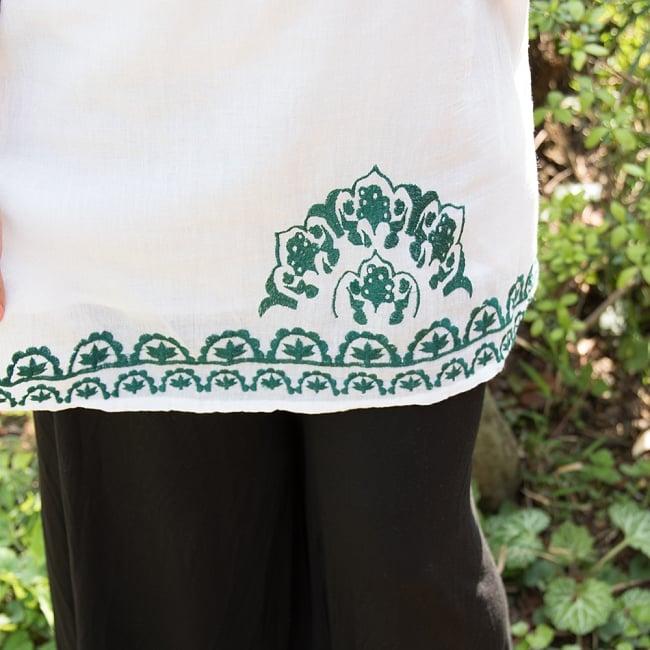 フラワー刺繍のサフェードクルティ 4 - 裾周りにも刺繍がほどこされています。