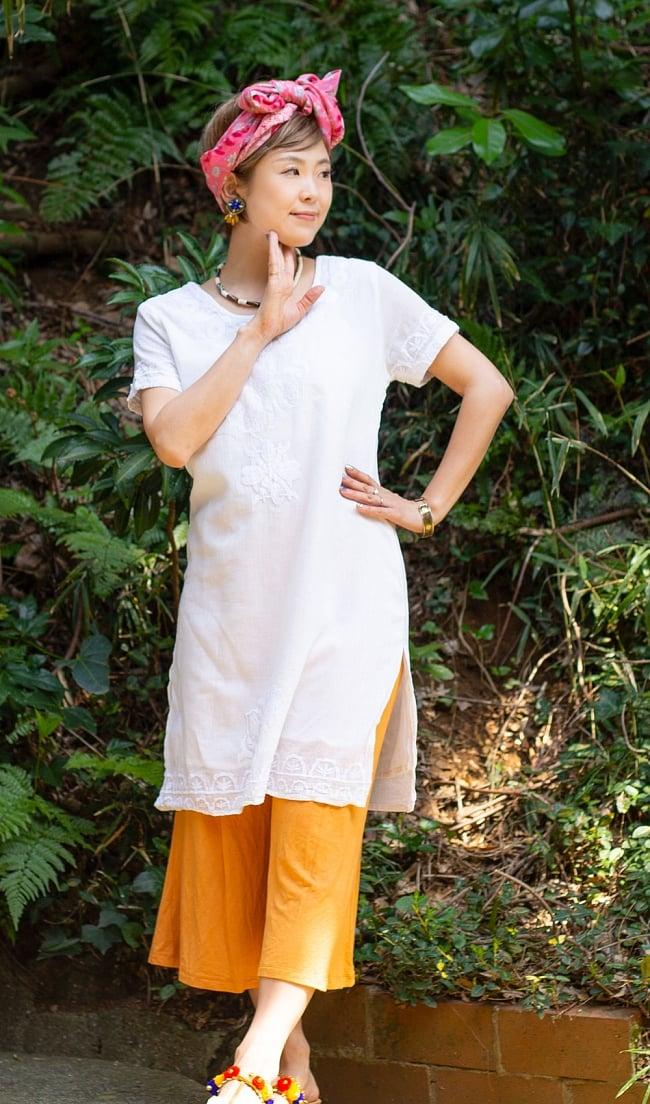 フラワー刺繍のサフェードクルティ 7 - D:プレーン シンプルな中に上品さが光ります。