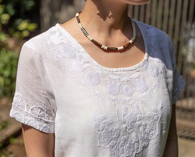 フラワー刺繍のサフェードクルティ 8 - 胸元を見てみました。
