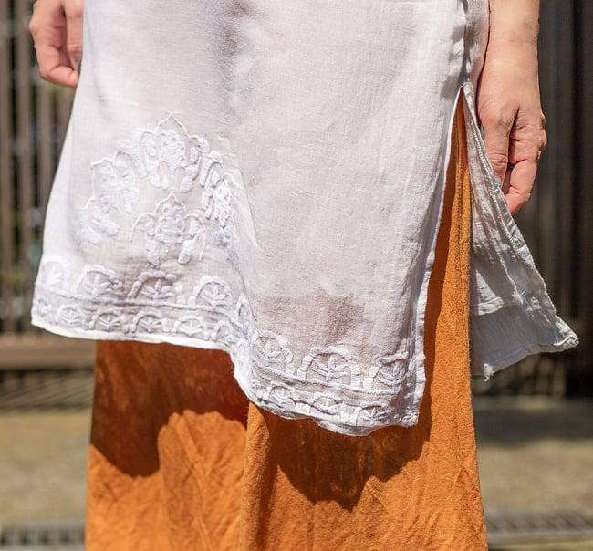 フラワー刺繍のサフェードクルティ 9 - 裾回りの様子です。