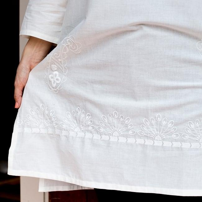 サフェード刺繍 シンプルホワイトクルティ 6 - 裾のところにもかわいい刺繍