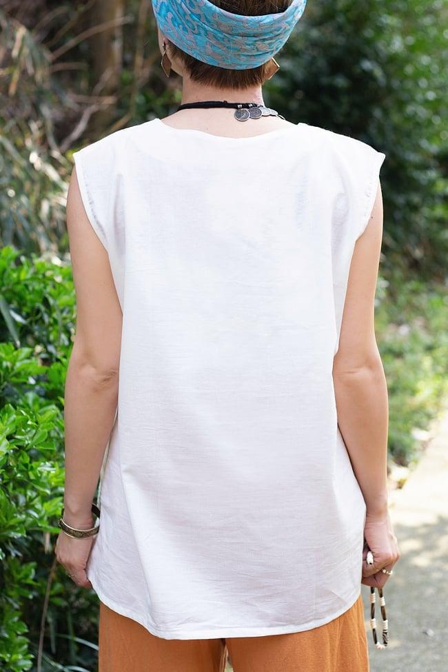 サフェード刺繍シンプルホワイト ノースリーブチュニック 4 - 後ろからの写真です