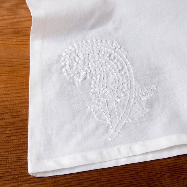 サフェード刺繍シンプルホワイト ノースリーブチュニック 9 - 裾の両サイドにも刺繍があります