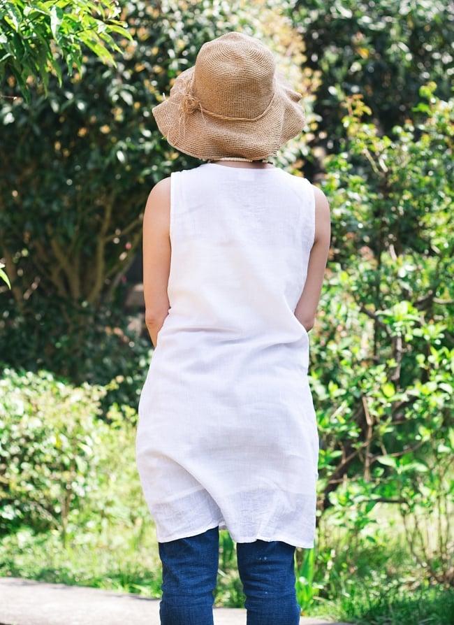 ガーゼ生地の更紗刺繍ノースリーブクルティ タッセル付き 4 - 後ろからの写真です