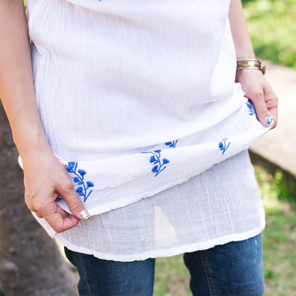ガーゼ生地の更紗刺繍ノースリーブクルティ タッセル付き 5 - 通気性の良いガーゼ生地ですが、透けすぎないよう二重レイヤードになっています。