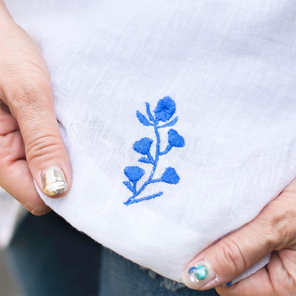 ガーゼ生地の更紗刺繍ノースリーブクルティ タッセル付き 6 - 裾にも胸元と同色の刺繍があります