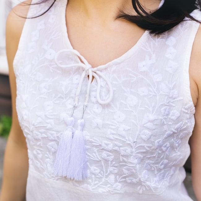 ガーゼ生地の更紗刺繍ノースリーブクルティ タッセル付き 8 - 拡大写真です