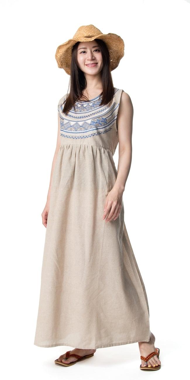 刺繍が美しいコットンマキシワンピース 2 - 身長165?のモデル着用例です。選択2:ベージュ