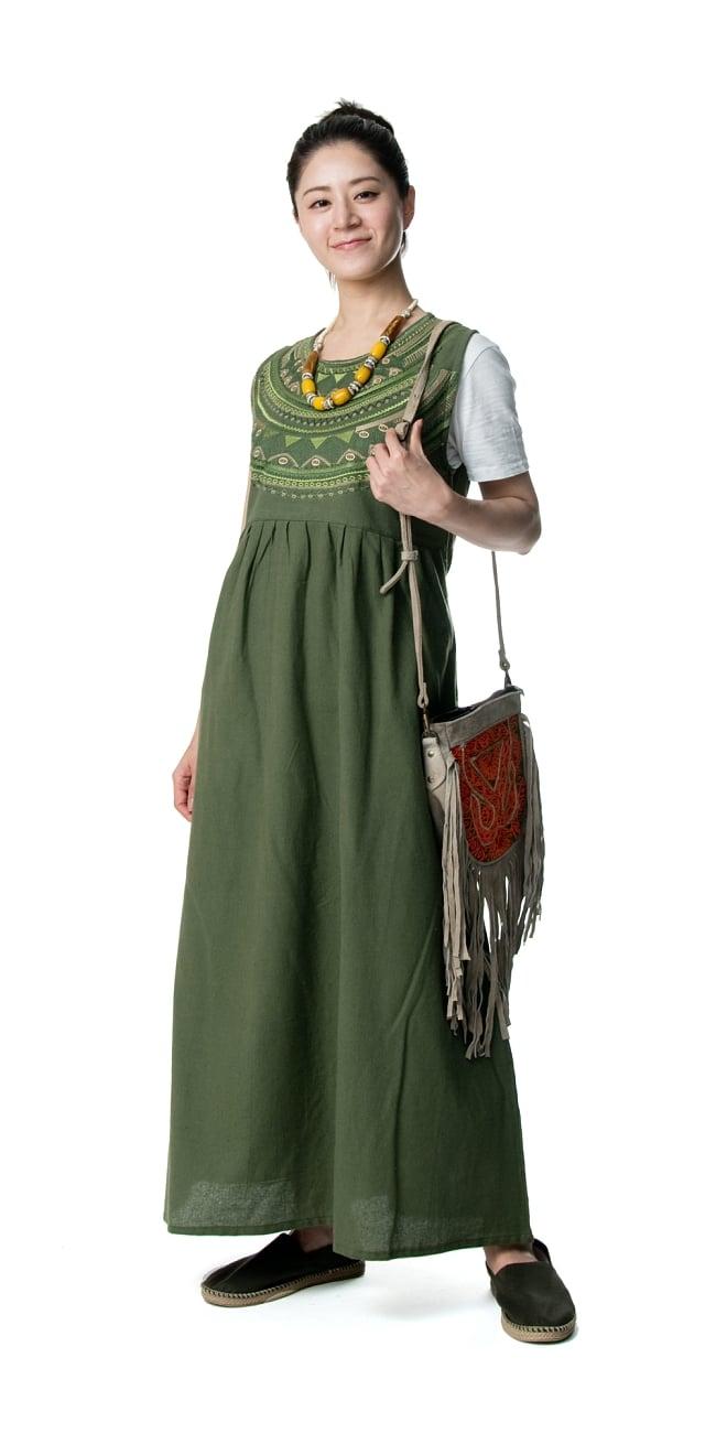 刺繍が美しいコットンマキシワンピース 4 - 身長165?のモデル着用例です。選択4:グリーン
