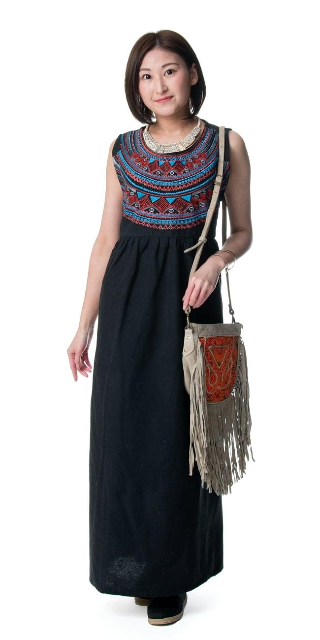 刺繍が美しいコットンマキシワンピース 5 - 身長159?のモデル着用例です。選択5:ブラック
