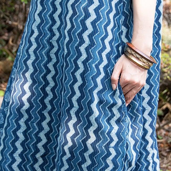 カンタ刺繍 藍染マキシワンピース 7 - 両側にポケットがついていますがかなり下についているので、飾りとしての役割が大きそうです。